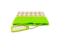 Gafas pregraduadas con funda de silicona adhesiva en color verde de +2,50 dioptrias